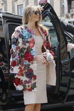 EVGENIA GL AMAZING COAT Melania showed off her chic sense of style in a statement floral jacket, which featured colorful embellishments, and came complete with a matching clutch bag Mode Kawaii, Silver Gown, Mode Mantel, Lady, Outfit Trends, Floral Jacket, Coat Dress, Mode Inspiration, Fashion Show