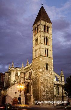 Iglesia de La Antigua. Valladolid. Castilla y León. España, 2005 © Javier Prieto Gallego www.siempredepaso.es.  Church of La Antigua. Valladolid. Castile and León. Spain, 2005