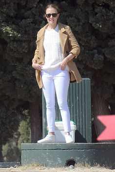 Destello camel Marta Ortega, Star Fashion, Fashion Outfits, Zara, Supermodels, White Jeans, Stylish, Casual, Pants