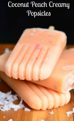 Coconut and Peach Creamy Fruit Ice Pops. Sweet, aromatic, ice pops that are simple to make are packed with peaches, honey, and coconut milk. Peach Popsicles, Healthy Popsicles, Fruit Popsicles, Homemade Popsicles, Homemade Ice, Homemade Breads, Homemade Sorbet, Coconut Popsicles, Ice Pop Recipes
