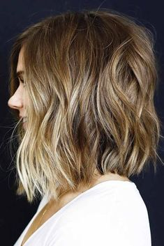 Lived-In lob by anh co tran: 6 dry-cutting tips Blonde Lowlights, Balayage Blond, Caramel Balayage, Medium Hair Styles, Curly Hair Styles, Messy Bob Hairstyles, Hairstyles Haircuts, Lob Hairstyle, Short Hair Trends
