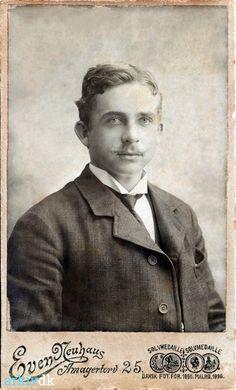 Min farfars bror Wilhelm Julius Weichardt født 188e-04-07 Dragør skibsfører og styrmand