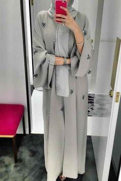 Fête du sacrifice : 55 Abayas modernes et fashion pour fêter Aïd el-adha - astuces hijab