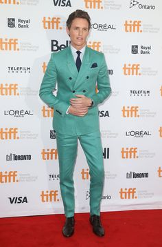 Eddie Redmayne's turquoise suit almost outshines his Oscar buzz Eddie Redmayne, Paris Film, L'oréal Paris, Mode Masculine, Gq, Turquoise Suit, Toronto Film Festival, Green Suit, Double Breasted Jacket
