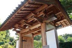 Japanese Gate, Japanese House, Entrance Design, Entrance Gates, Japanese Woodworking, Woodworking Jigs, Futuristic Architecture, Garden Planning, Herb Garden