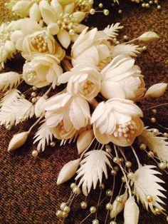Felt Flowers, Diy Flowers, Flower Decorations, Fabric Flowers, Paper Flowers, Insect Crafts, Silk Art, Ribbon Art, Leather Flowers