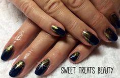 Gorgeous set by SweetTreatsBeautyUk @STbeautyuk (on facebook) using #Cnd shellac in midnight swim with gold #glitter fade #lecente #lovelecente
