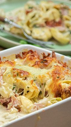 Baked tortellini in a garlic cream sauce- Überbackene Tortellini in einer Knoblauch-Sahnesauce Baked tortellini in a garlic cream sauce - Healthy Pasta Recipes, Shrimp Recipes, Soup Recipes, Chicken Recipes, Dinner Recipes, Cooking Recipes, Dessert Recipes, Tortellini Bake, Sausage Soup