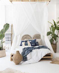 44 Beautiful African Bedroom Decor - Home Design African Bedroom, Bohemian Bedroom Decor, Bedroom Romantic, Seaside Decor, Trendy Bedroom, Modern Bedroom, Romantic Night, Suites, My New Room