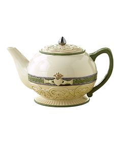 Claddagh Teapot - this teapot features traditional Irish iconography