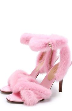 Женские розовые босоножки с отделкой из меха норки на устойчивом каблуке Valentino, сезон FW 17/18, арт. NW0S0E69/KCS купить в ЦУМ | Фото №1