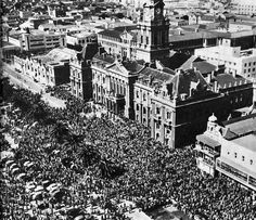 Crowds at the funeral of the South African wartime Prime Minister General Jannie Smuts Sept Johannesburg City, Out Of Africa, Historical Images, History Photos, City Maps, African History, Cape Town, Live, Old Photos