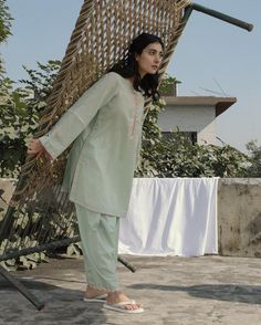 Pastel Zara Shahjahan Kurta anyone? Pakistani Fashion Party Wear, Pakistani Dresses Casual, Pakistani Dress Design, Lovely Dresses, Simple Dresses, New Designer Dresses, Shadi Dresses, Muslim Women Fashion, Desi Clothes