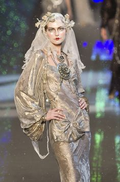 Frosted Russian princess Vlada Roslyakova Inspired to Fashion. John Galliano Fall 2009 Collection. So beautiful, I totally love these designs. Matertials is also luxurious.