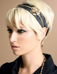Who said short haired gals can't wear headbands? Blonde-Pixie-Hairstyles-with-Headband. Short Hairstyles For Women, Headband Hairstyles, Hairstyles Haircuts, Pixie Headband, Blonde Hairstyles, Pixie Haircuts, Hairdos, Blonde Pixie Hair, Short Blonde