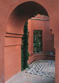 Los dibujos realizados con piedras de canto de río quedan muy elegantes para patio o senderos de jardines. Al estilo romano.