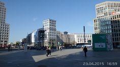 Potsdamer Platz mit historischer Verkehrsampel
