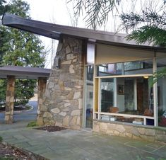 MCM house designed by Arthur Tofani for the D'Onofrio family in Pennsylvania. Like the flagstone exterior and slate walkway for an outside patio area. Mid Century Decor, Mid Century House, Mid Century Style, Modern Architecture House, Amazing Architecture, Architecture Design, Residential Architecture, Modern Exterior, Exterior Design