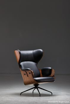 The Updated Eames Lounge Chair: Jaime Hayon, the Lounger Design Furniture, New Furniture, Luxury Furniture, Chair Design, Office Furniture, Design Design, Palette Deco, Best Office Chair, Office Chairs