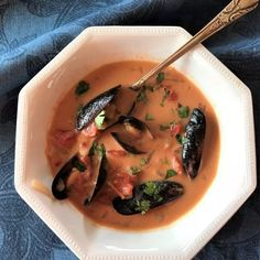 low carb mussels with coconut curry broth is a high-flavor, quick and easy, healthy dish to make for a week-night meal on a low carb lifestyle Seafood Dishes, Seafood Recipes, Dinner Recipes, Dessert Recipes, Dinner Ideas, Healthy Dishes, Healthy Recipes, Keto Recipes, Healthy Food