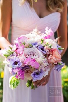 Spring floral #bouquet Photography: Christian Oth Studio - christianothstudio.com, Florals by http://rountreeflowers.com/