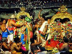 Minakshi Kalyanam : Madurai (Tamil Nadu) - Si vous voulez participer au festival du mariage de la déesse Meenak et du seigneur Sundareshwarar, connu comme le Meenakshi Kalyanam, vous devriez visiter le temple au mois d'avril. Les célébrations se déroulent pendant 12 jours et la procession colorée avec la musique traditionnelle et des personnages jouant des récits mythologiques.