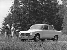Alfa Romeo Gtv, Alfa Romeo Giulia, Classic Cars, Modern, Trendy Tree, Vintage Classic Cars, Classic Trucks