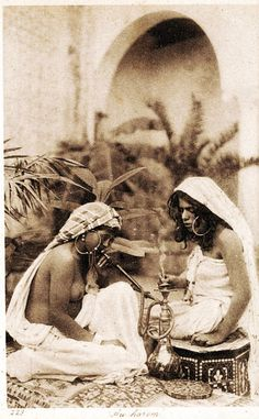 Artist Artist - Harem girls smoking a hookah, from an early century postcard (sepia photo) East Africa, North Africa, Old Pictures, Old Photos, Harem Girl, Old Egypt, Cairo Egypt, Old Photography, People Of The World