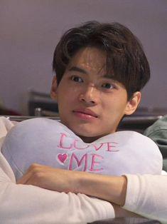 Cute White Boys, Cute Boys, Wallpaper Wa, Ideal Boyfriend, Cute Boy Photo, Cute Asian Guys, Win My Heart, Bright Pictures, Drama Memes