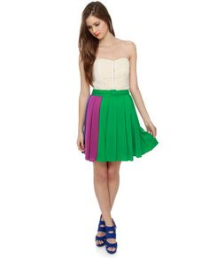 I LOVE this skirt!! It's just so adorable and you can wear like 5 different coloured shoes with it. I love it. #LoveLulus