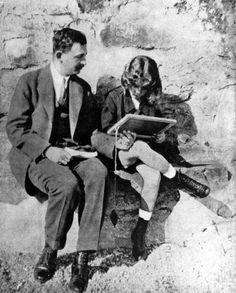 Bild: imago/United Archives Otto mit seinem Vater Kaiser Karl