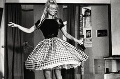 if we could still wear dresses like this without looking ridiculous, i think there would be a lot more femininity left in this world