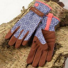 Artisan 'Love the Glove' Gloves WAS £14.95 - NOW £11.95 - SAVE £3 Bringing together fashion and function these Artisan 'Love the Glove' gardening gloves are stunning, high performance, machine washable garden gloves