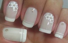 False nails have the advantage of offering a manicure worthy of the most advanced backstage and to hold longer than a simple nail polish. The problem is how to remove them without damaging your nails. Diy Nails, Cute Nails, Pretty Nails, French Nails, Sunflower Nails, Classic Nails, Flower Nail Art, Nail Decorations, Perfect Nails