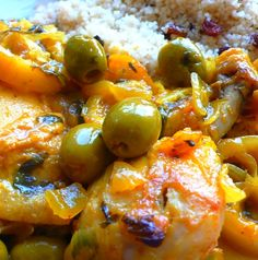 Tajine de poulet aux citrons 750 grams offers you this cooking recipe: Chicken tagine with lemons. Recipe rated by 30 voters Algerian Recipes, Food Porn, Good Food, Yummy Food, Ramadan Recipes, Cooking Recipes, Healthy Recipes, Mediterranean Recipes, No Cook Meals