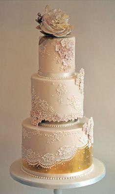 Rose gold wedding cake #weddingcakes