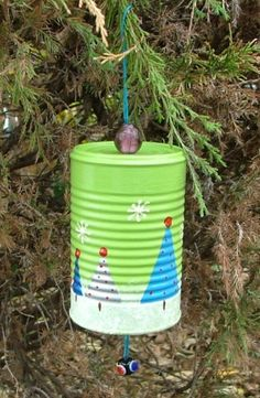 Kids could definitely do this upcycled Christmas craft DIY