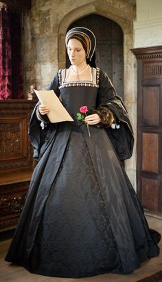 Stunning waxwork of Anne Boleyn reading a love letter from Henry VIII in the Long Gallery at Hever Castle.