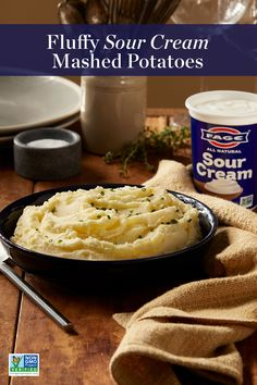 Reawaken your favorite mashed potatoes with daringly simple FAGE Sour Cream – so velvetey and delicious they complete any holiday meal. Potato Side Dishes, Vegetable Dishes, Vegetable Recipes, Thanksgiving Recipes, Holiday Recipes, Sour Cream Mashed Potatoes, Great Recipes, Favorite Recipes, Pastel