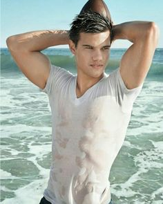 Taylor Lautner i have this as a poster Taylor Lautner Shirtless, Jacob Black Twilight, Taylor Jacobs, Twilight Renesmee, Twilight Saga, Twilight Pictures, Hommes Sexy, Hot Actors, Famous Men
