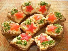 Pasta z żółtego sera - DoradcaSmaku. Appetisers, Bruschetta, My Recipes, Hummus, Appetizer Recipes, Lunch Box, Food And Drink, Cooking, Breakfast