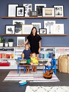 Home tour- Rebecca Minkoff's stylish and refreshingly modern apartment! Modern apartment of handbag designer Rebecca Minkoff designed by Alex Reid (via Mix and Chic). Picture Shelves, Picture Ledge, Photo Ledge Display, Art Wall Kids Display, Picture Walls, Display Photos, Shelf Display, Photo Displays, Office Playroom