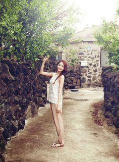 New campaign for Innisfree skincare with YoonA which was made in Jeju, Korea's famous eco-tourism island. Click pics for full res, super HD The SNSD member has been endorsing the brand since Credit: Yeinjee Yoona Snsd, Sooyoung, Girls Generation, South Korean Girls, Korean Girl Groups, Yoona Innisfree, Innisfree Skincare, Yuri, Im Yoon Ah