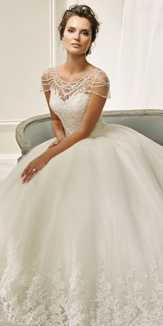 Fantastic Tulle Scoop Neckline Ball Gown Wedding Dress With Beadings & Lace Appliques