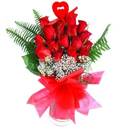 Fifteen red roses in glass vase Pa?abahçe Baccarat bouquet of flowers can be ordered . Tropic to the Flower (Istanbul is in)