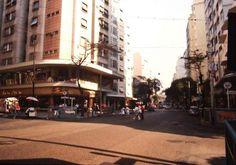 Av. N.S. de Copacabana - 1971 Na foto, vemos a Av. Copacabana esquina com a Rua Santa Clara.