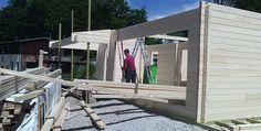 Holzhaus Aufbau beim FC Erzgebirge Aue