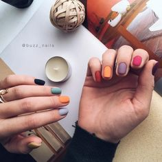 On average, the finger nails grow from 3 to millimeters per month. If it is difficult to change their growth rate, however, it is possible to cheat on their appearance and length through false nails. Cute Nails, Pretty Nails, Hair And Nails, My Nails, Fall Nails, Fall Manicure, Gelish Nails, Gradient Nails, Rainbow Nails