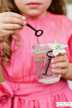KEYS AND MASON JARS= BUBBLES! 10 creative ways to incorporate mason jars into your wedding decor, including this adorable bubble jar! Bubble Diy, Bubble Wands, Flower Girls, Diy Flower, Flower Petals, Uses For Mason Jars, Pots, Homemade Bubbles, Wedding Bubbles