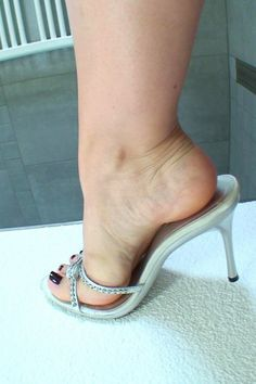 Sexy Legs And Heels, Hot Heels, Dress And Heels, Beautiful Toes, Gorgeous Heels, Feet Soles, Women's Feet, Brian Atwood Shoes, Barefoot Girls